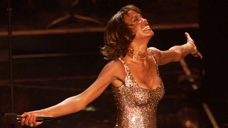 whitney_houston_april2000